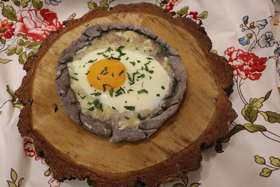Gruzińskie czaczapuri z jajkiem