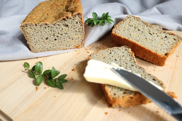 BREAD WITH BLUE CORN AND CARROT